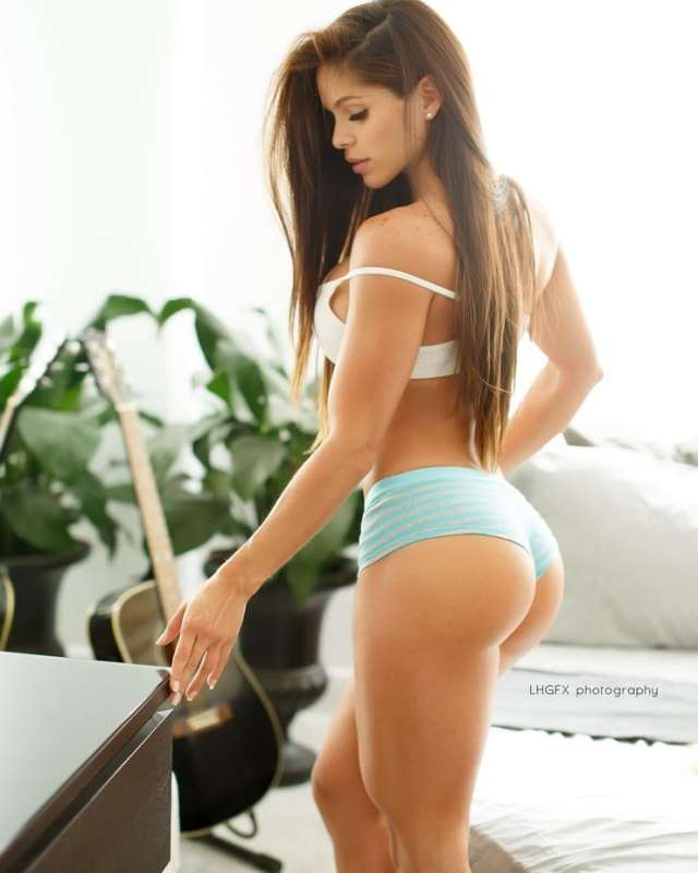 michelle-lewin hot pic