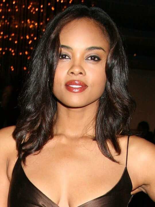 sharon leal hot cleavage (2)
