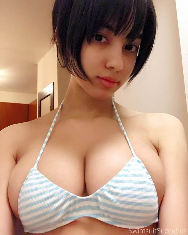 swimsuitsuccubus hot cleavage