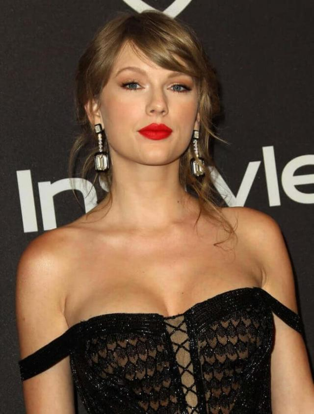 taylor swift hot cleavage pics (3)