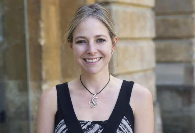 Alice Roberts cleavage (2)