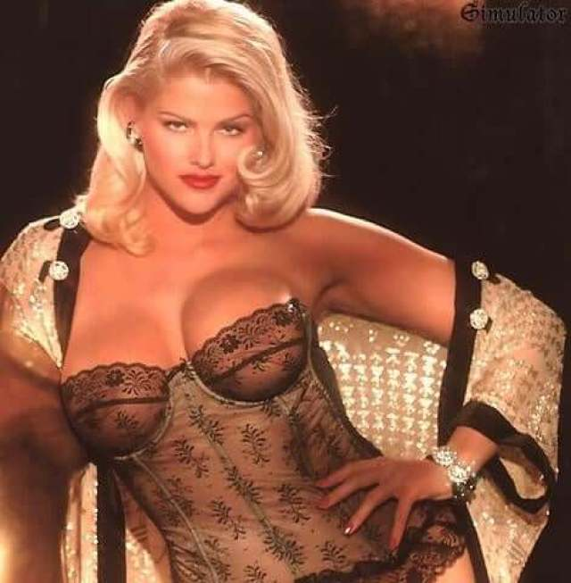 Anna Nicole Smith hot busty pic