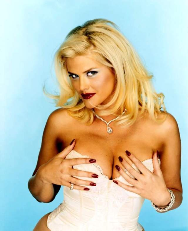 Anna Nicole Smith sexy boobs pic