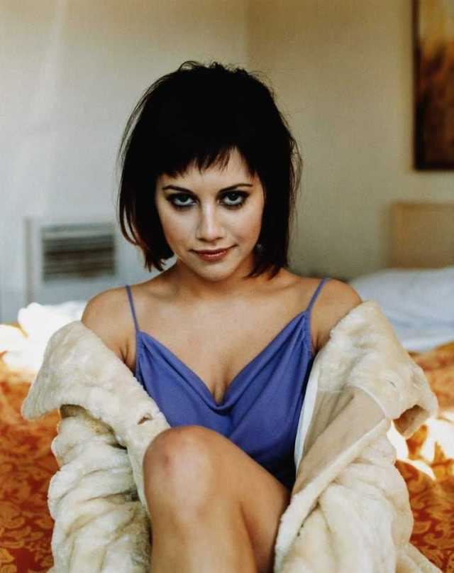 Brittany Murphy sexy look pic (2)