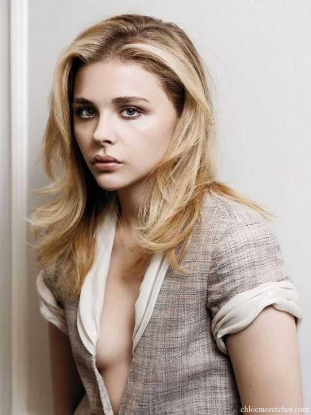 Chloe Grace Moretz sexy cleavage pictures