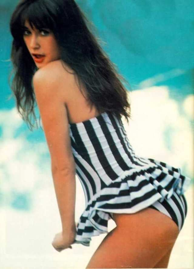 Demi Moore side pose