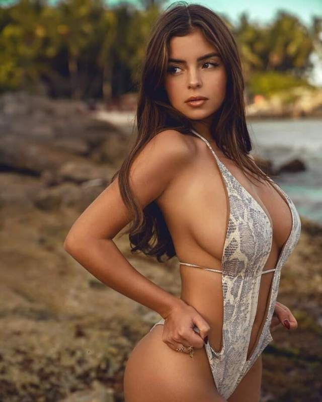 Demi Rose hot boobs pictures (1)