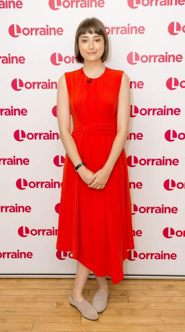 Ellise Chappell sexy red dress pics