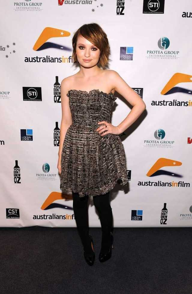 Emily Browning hot look pics (3)