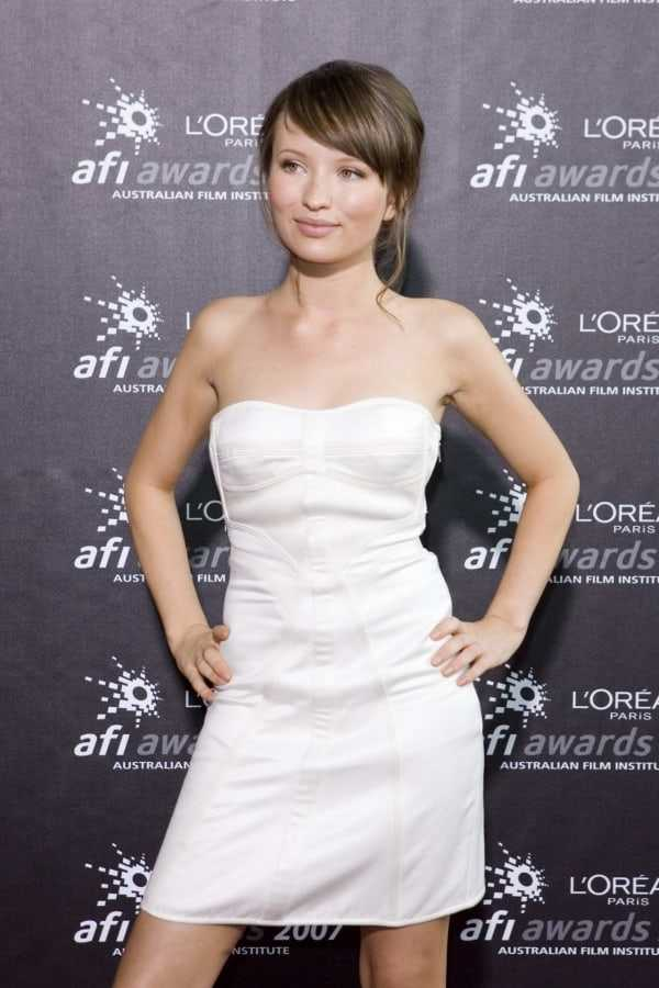 Emily Browning hot pictures (8)