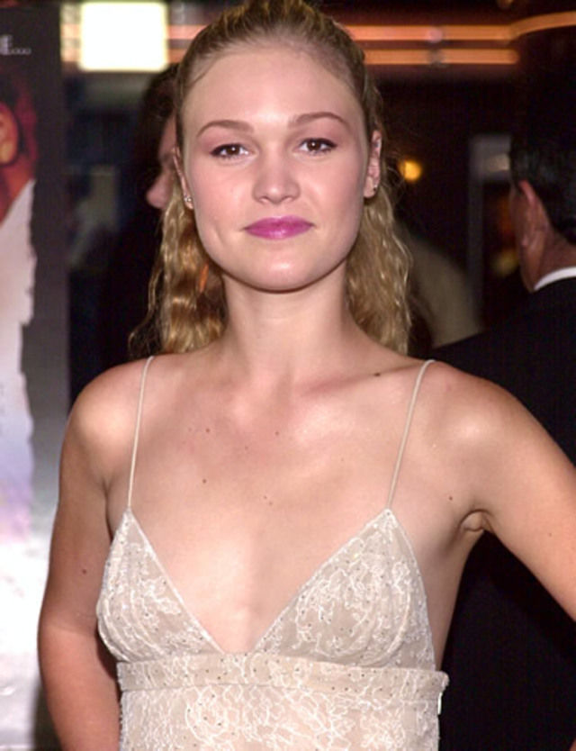 Julia Stiles boobs pictures