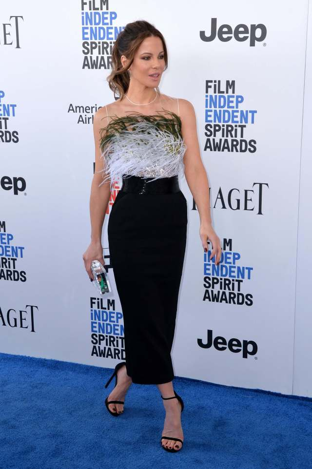 Kate Beckinsale sexy feet pictures