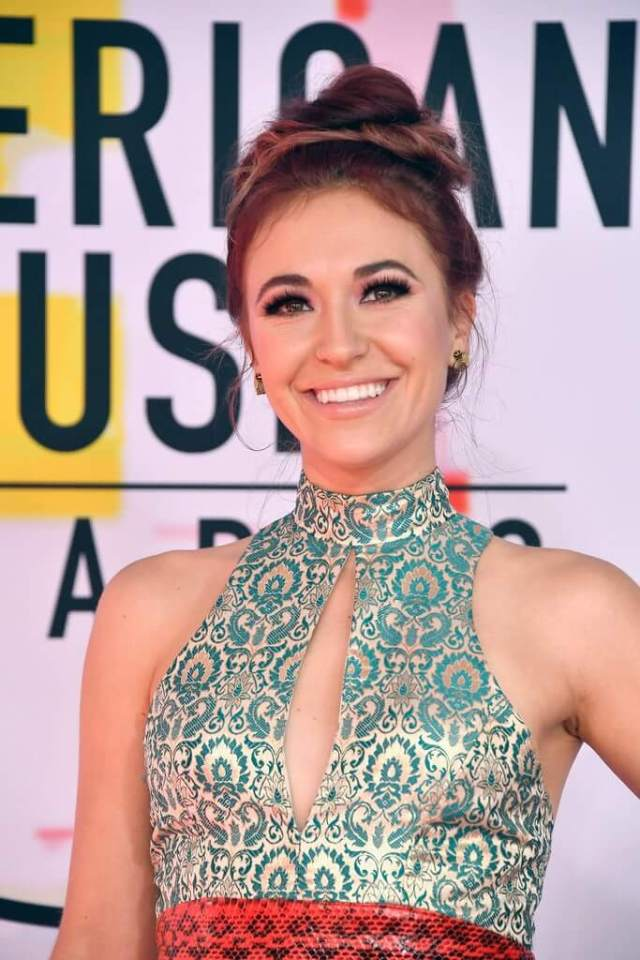 Lauren Daigle hot cleavage pic