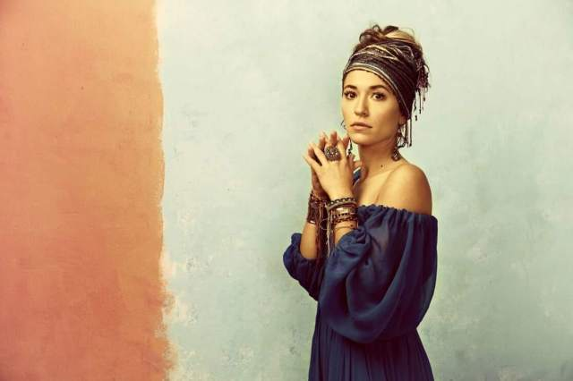 Lauren Daigle hot side pic