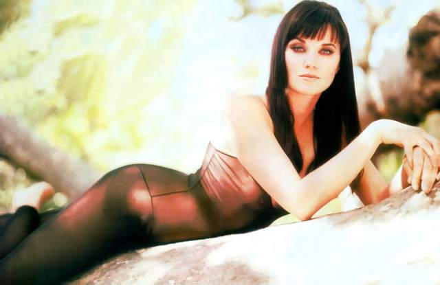 Lucy Lawless (43)