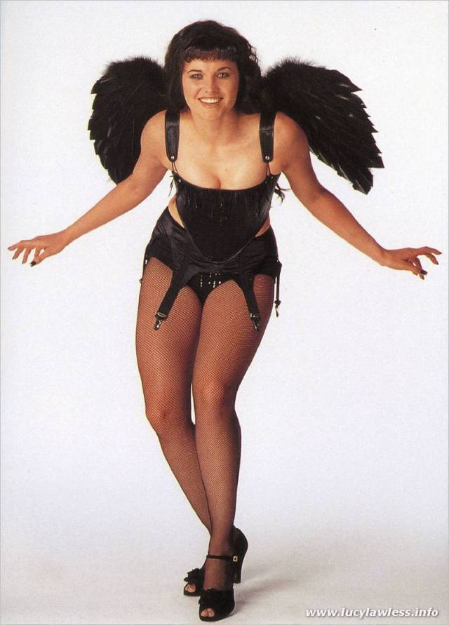Lucy Lawless cleavage