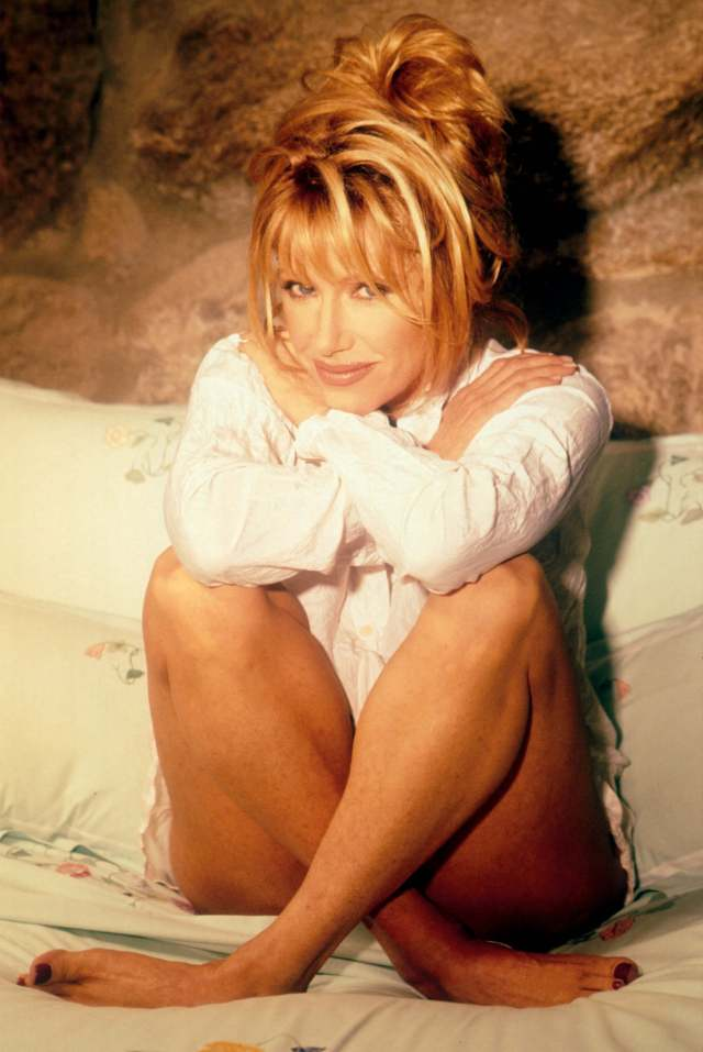 Suzanne Somers legs (2)