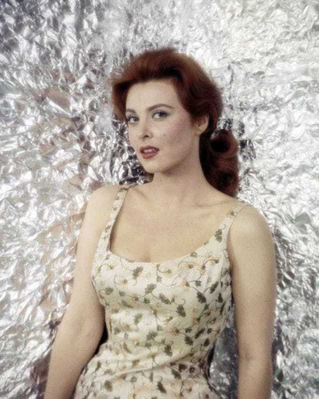 Tina Louise hot look pics