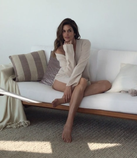 cindy crawford sexy legs