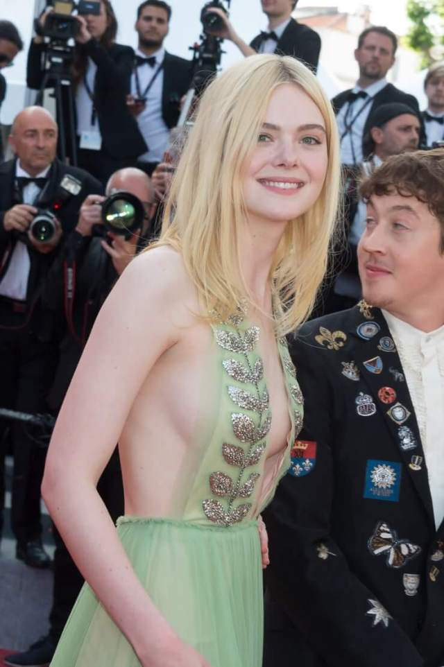 elle fanning sexy cleavage pics