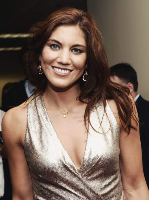 hope solo hot cleavage pic