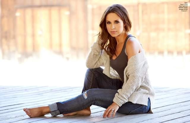 lacey chabert hot foot