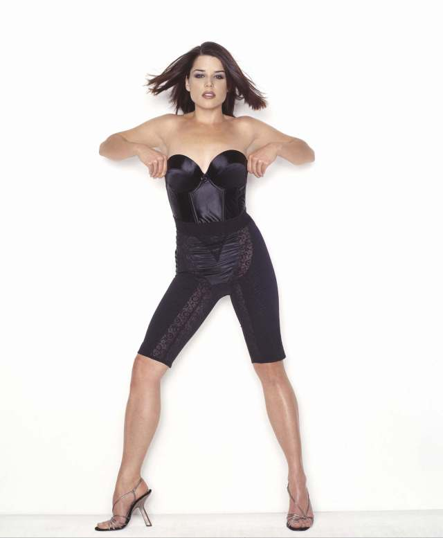 neve campbell hot foot