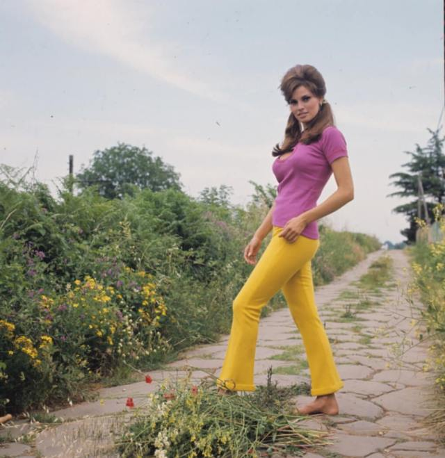 raquel welch hot booty pic