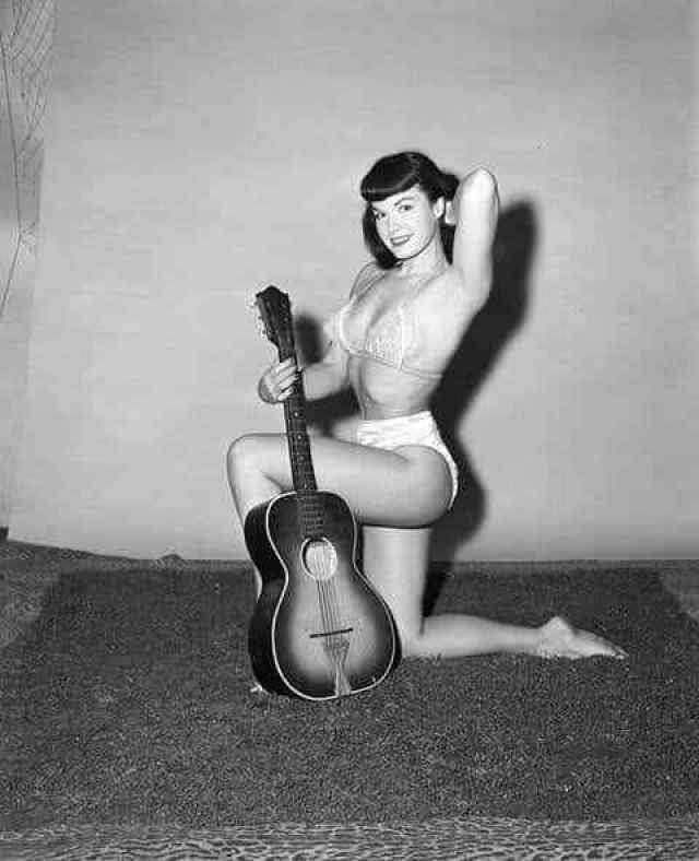 Bettie Page side boobs