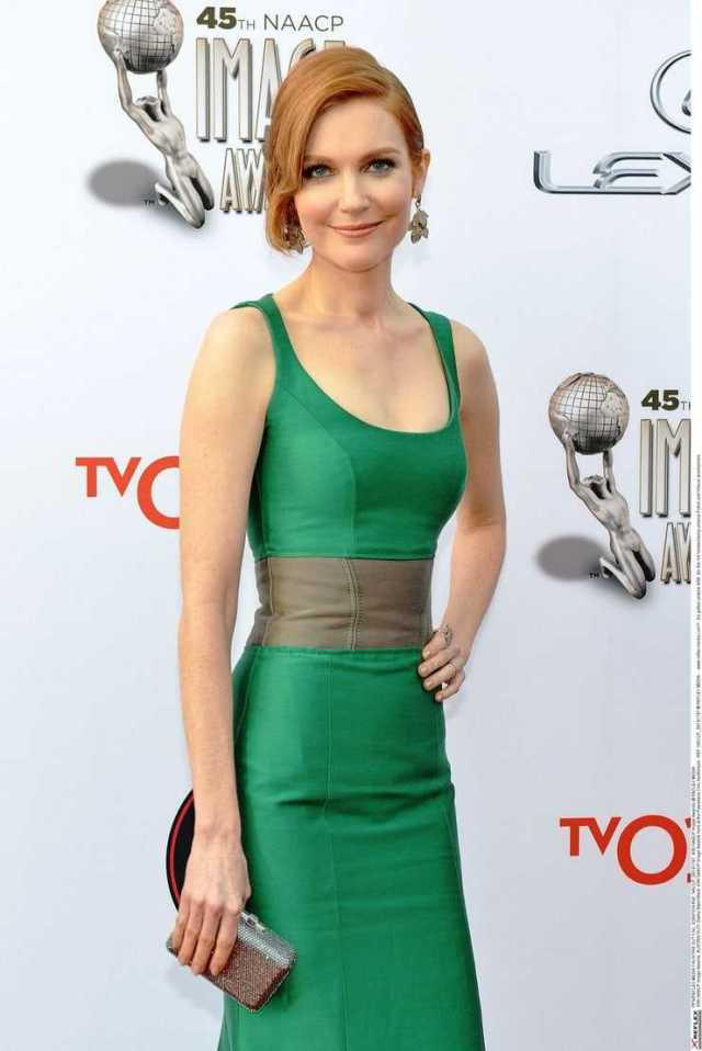Darby Stanchfield sexy boobs pics