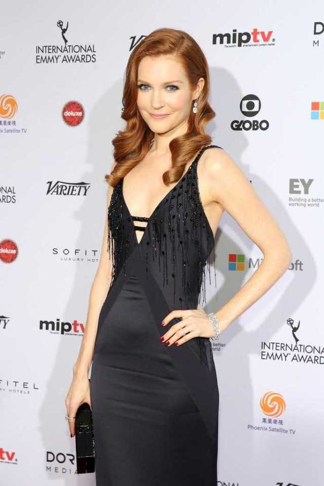 Darby Stanchfield sexy side boobs pics