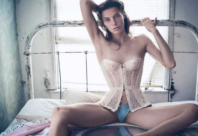 Daria Werbowy sexy lingerie pics