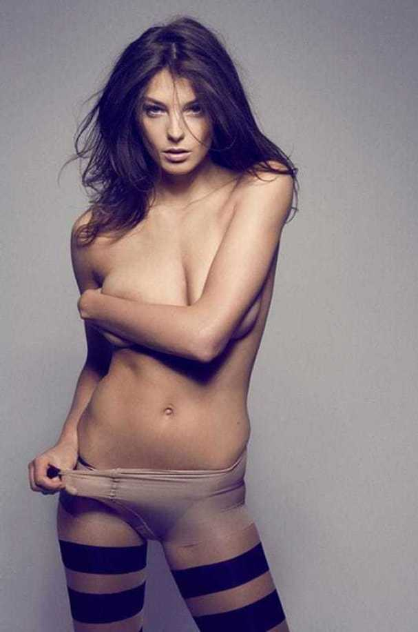 Daria Werbowy sexy topless pics