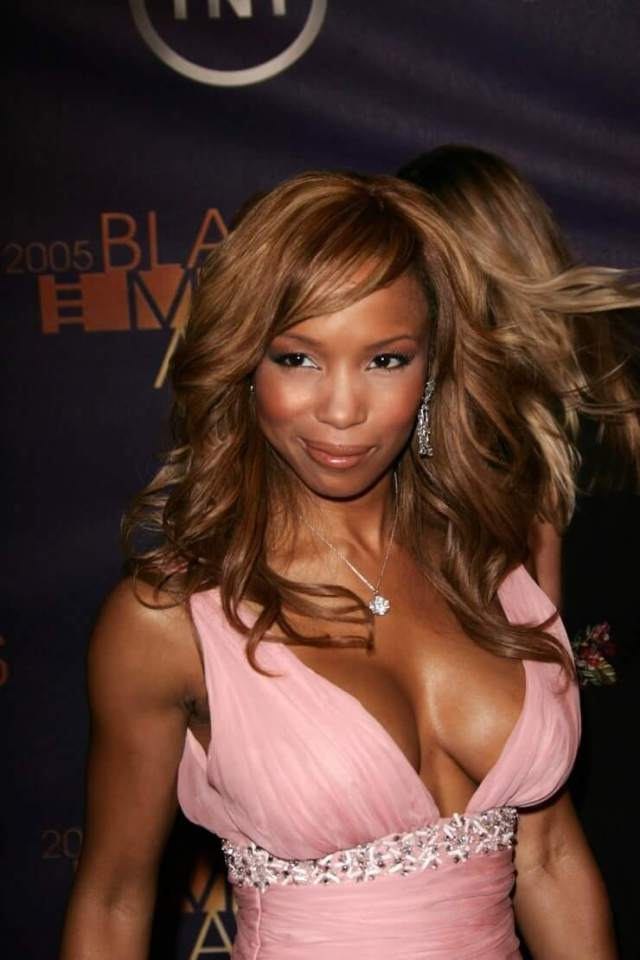 Elise Neal hot cleavage pic