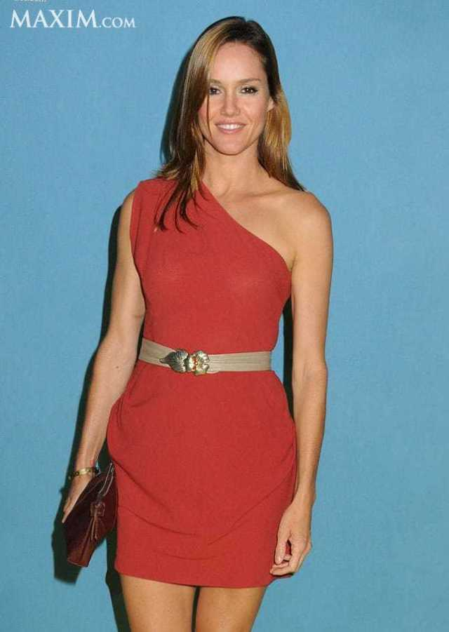 Erinn Hayes sexy red dress pics