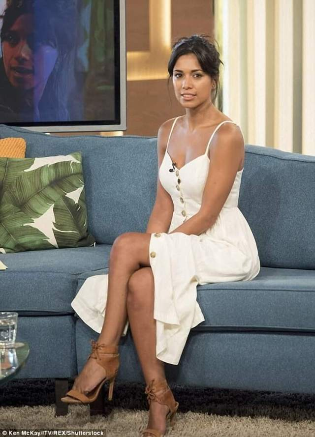 Fiona Wade sexy busty pictures
