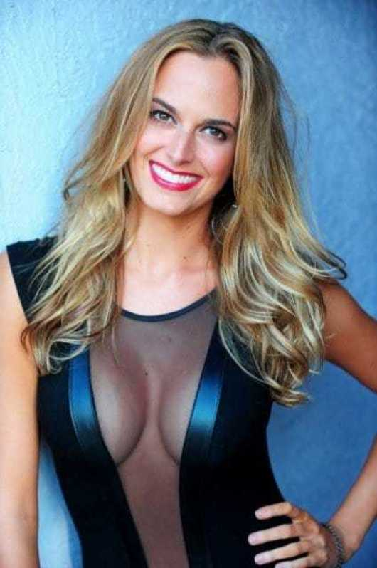 Jena Sims sexy cleavage pictures