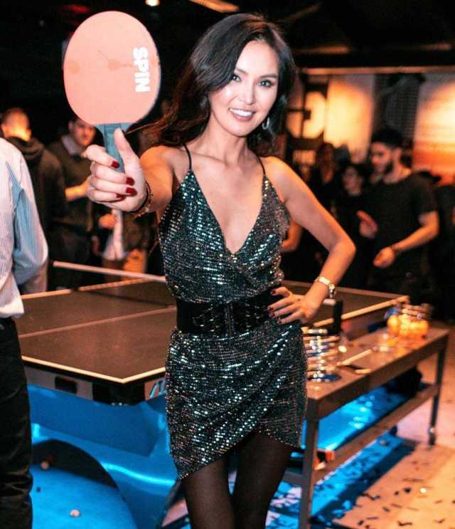 Soo Yeon Lee hot cleavage pictures