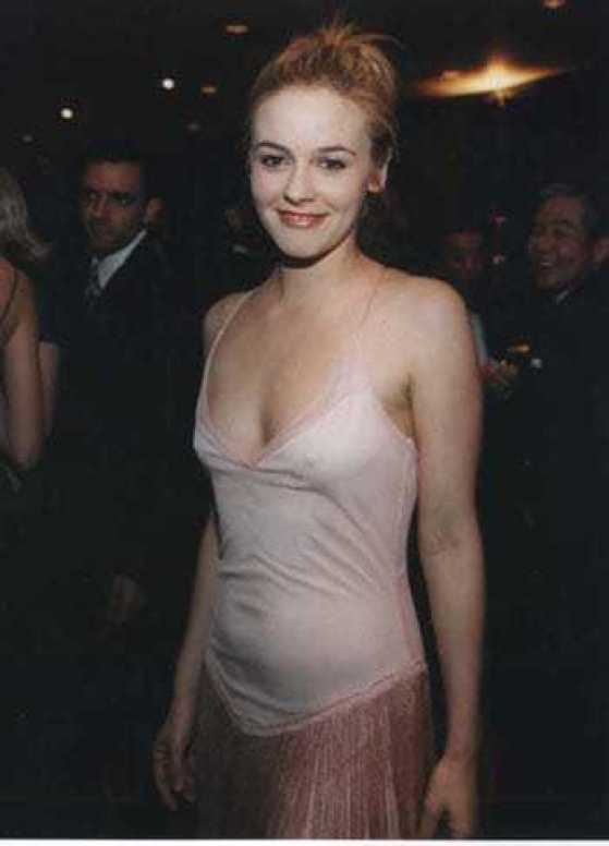 Alicia Silverstone hot cleavage pictures