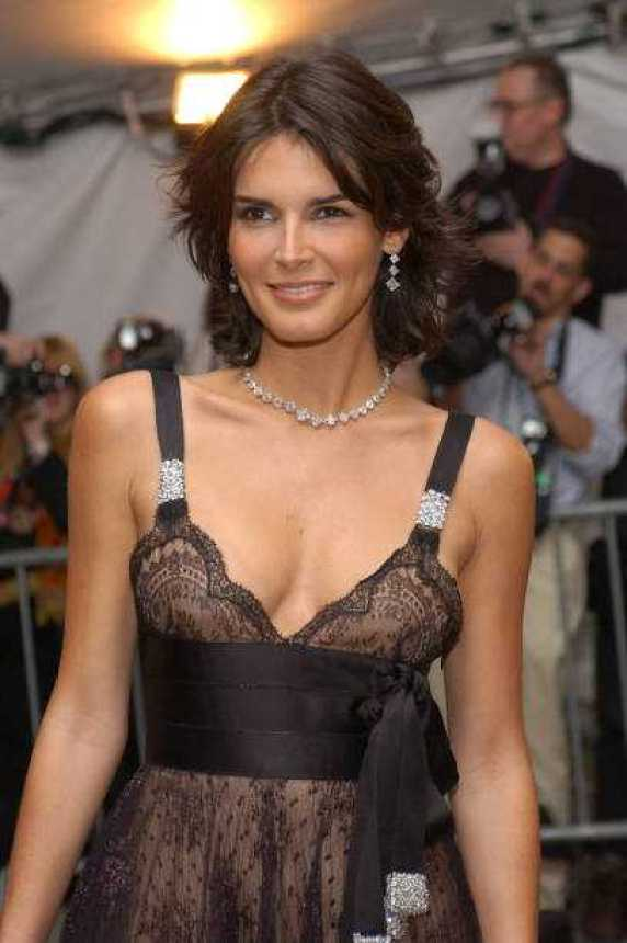 Angie Harmon sexy pictures