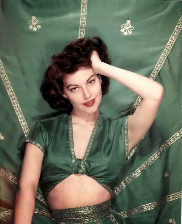 Ava Gardner hot cleavage pic