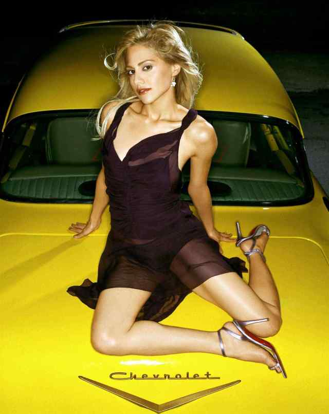 Brittany Murphy cleavage