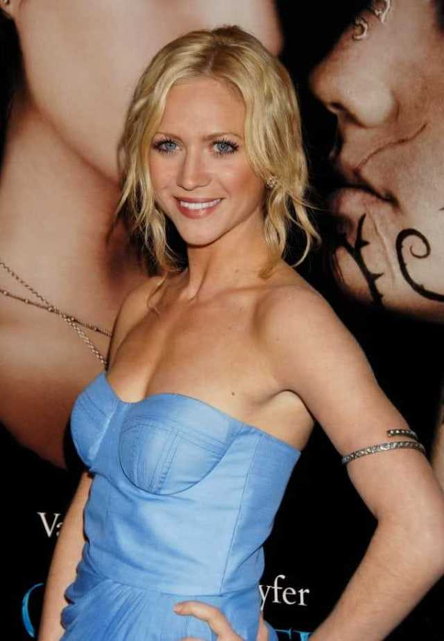 Brittany Snow sexy side busty pics