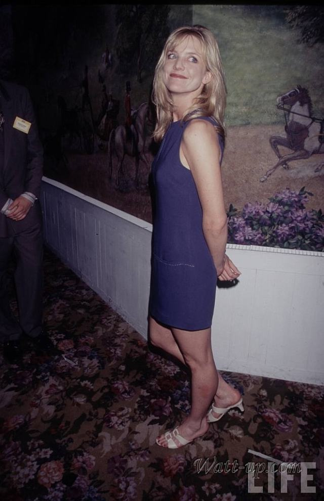 Courtney Thorne-Smith hot side pics