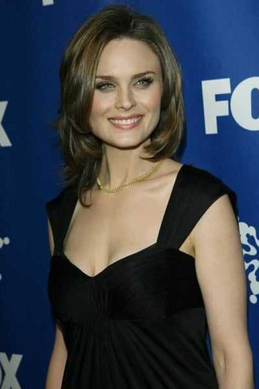 Emily Deschanel big boobs pictures