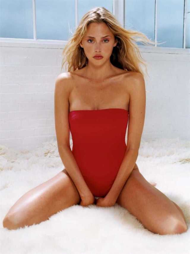 Estella Warren big boobs pics (2)