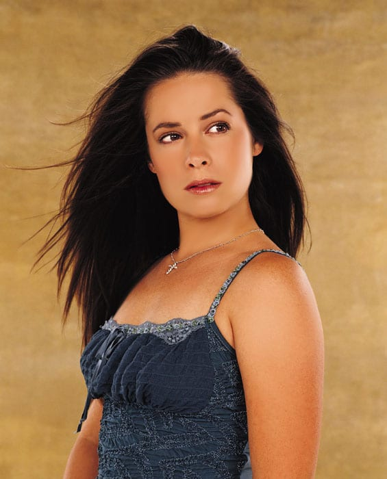 Holly Marie Combs hot side pics (2)