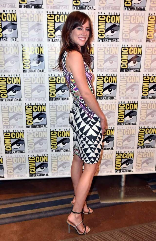 Jessica Stroup hot image pic