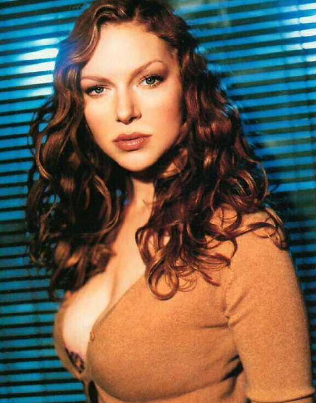 Laura Prepon hot tits pics