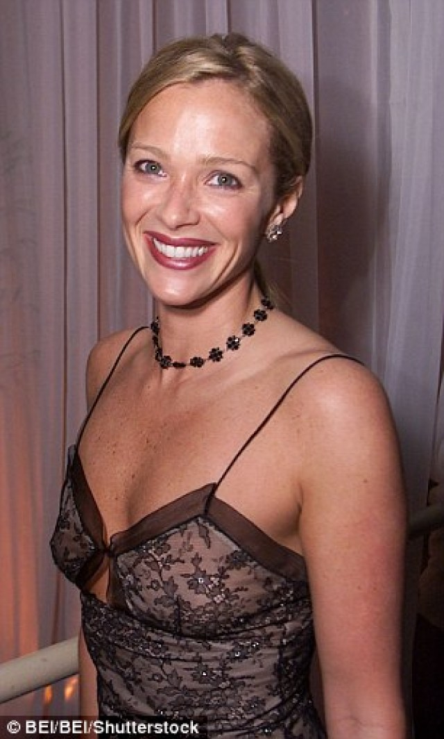 Lauren-Holly-sexy-cleavage-pics